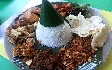 nasi langgi berlauk komplet cocok  makan siang