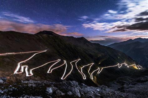 Motorrad Bilder Bei Nacht by Dass Stilfserjoch Bei Nacht Und Ein Paar Einsamen