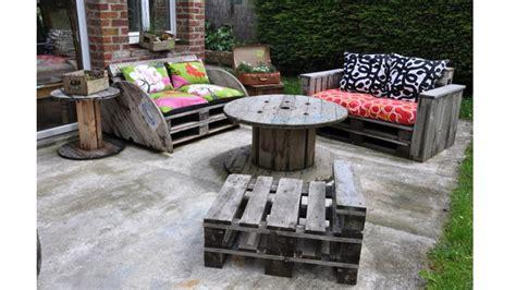 Impressionnant Fabriquer Un Salon De Jardin Avec Des Palettes #1: 03E8000007955839-photo-salon-de-jardin-brut-palettes.jpg