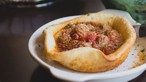 olive garden pizza bowl olive garden filled this pizza bowl with cheese and meatballs