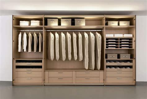 Lemari Gantung Baju Interiors