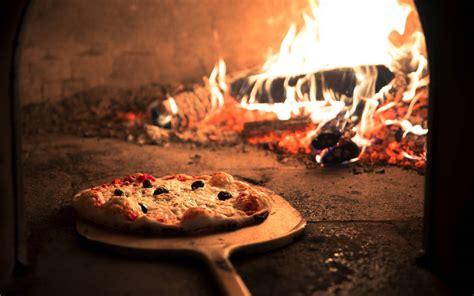 Au Feux De Bois by La Pizza Au Feu De Bois Pizzeria Restaurant Italien 224