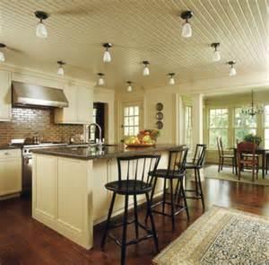 kitchen overhead lighting ideas holzdecke sorgen sie f 252 r eine warme raumausstrahlung