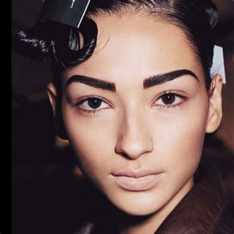 thick eyebrow trend 7beautytips beauty fashion natural bushy eyebrows this seasons trend be stylish