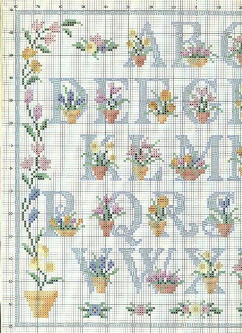 lettere minuscole punto croce alfabeto punto croce floreale con lettere azzurre