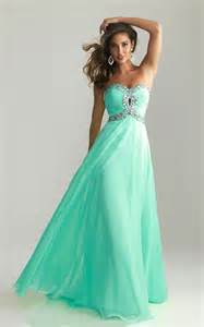 Perfectly fitted long prom dresses are the best for slim and well
