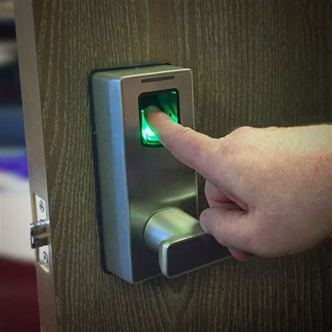 biometric fingerprint door lock gadgetry