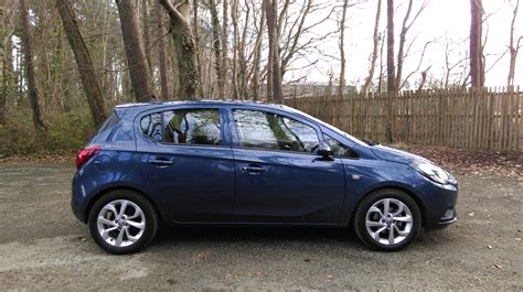 opel corsa review changing lanes