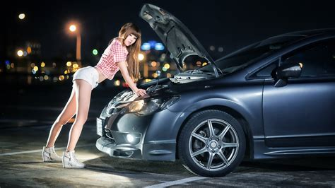 Auto Tuning Frauen by Model Hair Outdoors