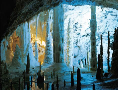 grotte  frasassi step   time italy travel