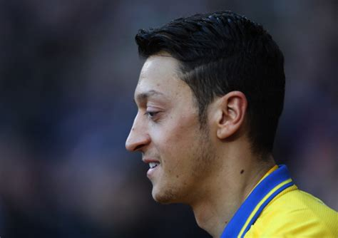 mesut ozil haircut arsene wenger mesut ozil will return to action imminently