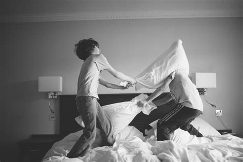 how to a pillow fight 6 things to do on your sleepover