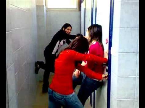 nel bagno della scuola bambina videolike