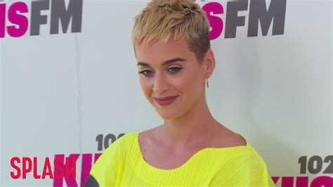 try new hairstyles virtually 360 degree katy perry s short hair led to her 360 degree liberation