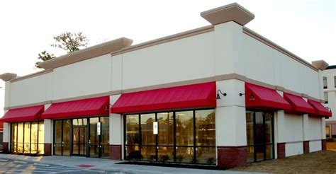 red awnings why restaurants choose red awnings retractable awnings