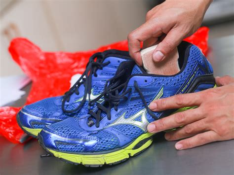 how to clean your running shoes cleaning running shoes in washing machine 28 images