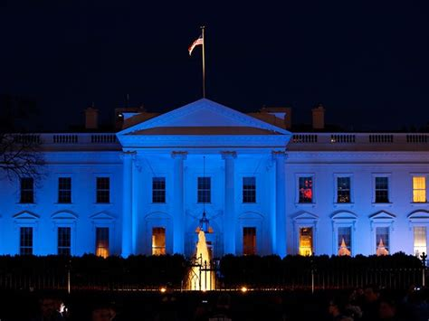 white house lights donald trump plans to light white house blue to honor fallen law officials
