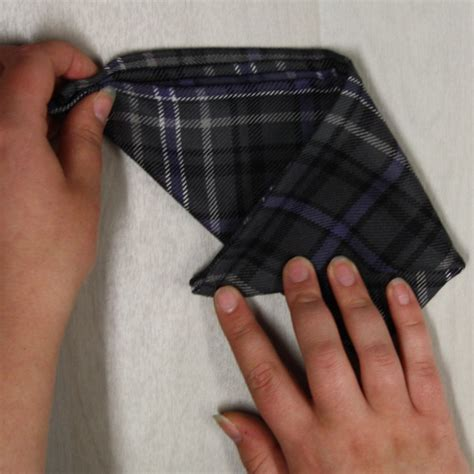 Scallop Fold how to fold your tartan pocket square the scalllop fold