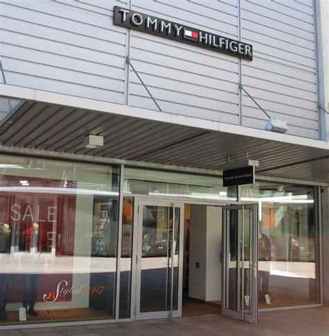 Tommy Hilfiger Ashford Designer Outlet : Tommy Hilfiger Designer for American Pop Culture Style