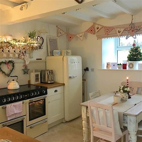 shabby chic kitchens best 25 small cottage kitchen ideas on
