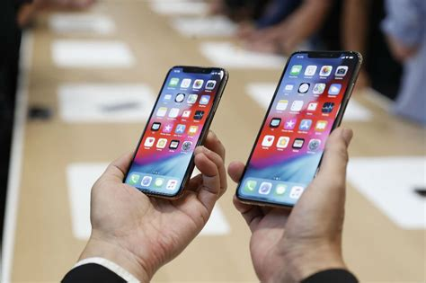 look iphone xs max pushes size price boundaries abs cbn news