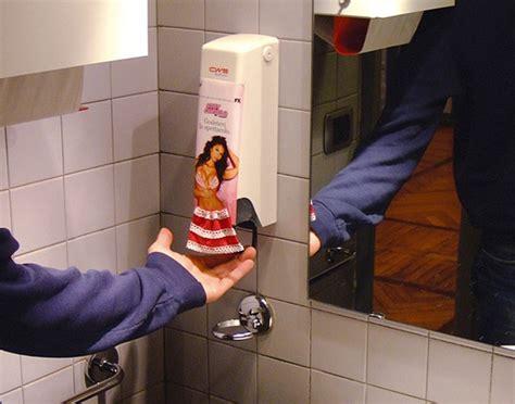 Bathrooms Ideas Pictures 191 eres suficiente malo ver los carteles de publicidad