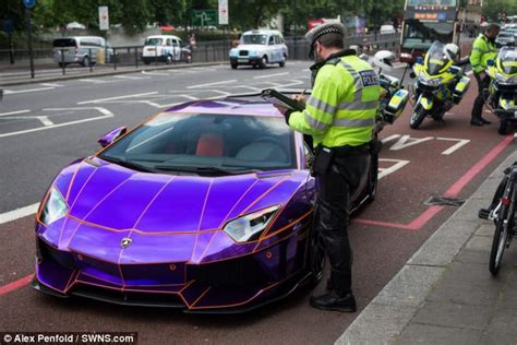 glow in the paint qatar glow in the lamborghini aventador is ticketed in