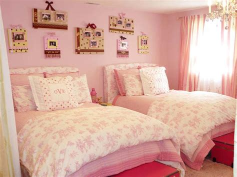 pretty beds bedroom pretty bedroom design for tween with cozy pink white comforters also pillows on the