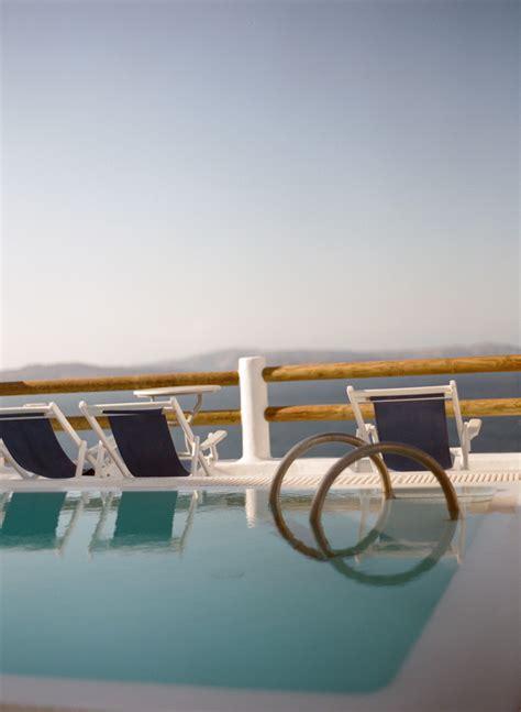 pool side lounge chairs pool side lounge chairs in santorini entouriste