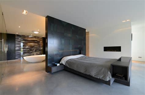 master bedroom wand dekorideen villa o luxe slaapkamer met open haard stalen wand
