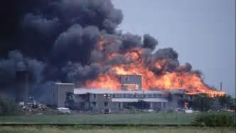 To Waco Fbi Strikes Waco Cult Compound Bill Clinton