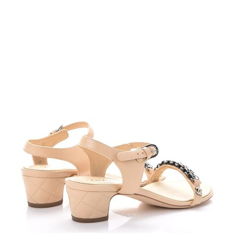 Sandal Chanel Chain Flat Beige Won chanel lambskin cc pearl chain sandals 35 beige 249457