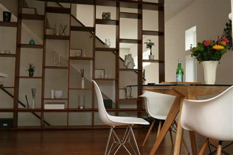 modern glass esszimmertisch esszimmertisch mit st 252 hlen die ein modernes ambiente kreieren