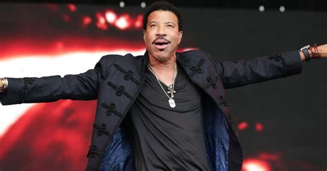 Lepaparazzi News Update Richie Is At Home Not In Rehab by Hello Hitmaker Lionel Richie To Play 3 Uk Shows As Part Of