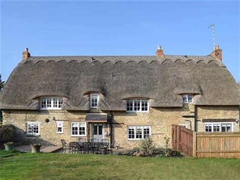 Rutland Cottage by Cottage Ref Ukc1509 In Cottesmore Near Oakham