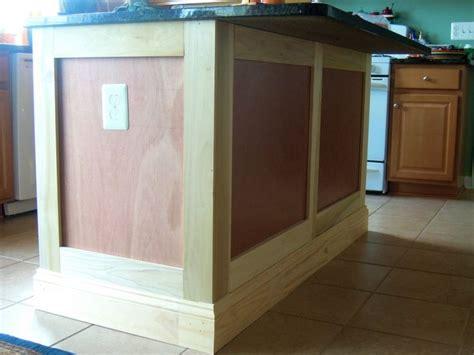 kitchen island molding 25 best ideas about crown molding kitchen on pinterest