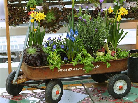 Garden Wagon Planter by Rustic Landscaping Lawn And Wagon Planter On