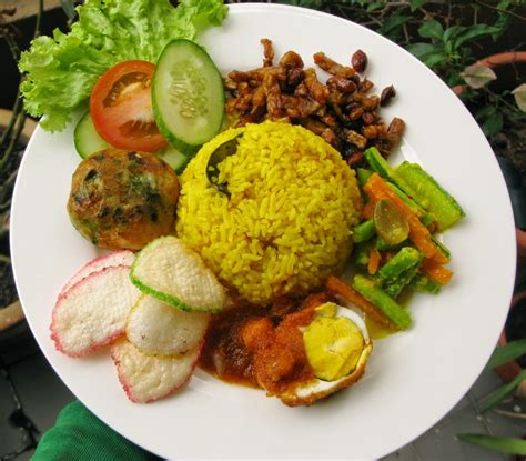 cara membuat nasi kuning magic jar cara membuat nasi kuning pake rice cooker magic com enakk