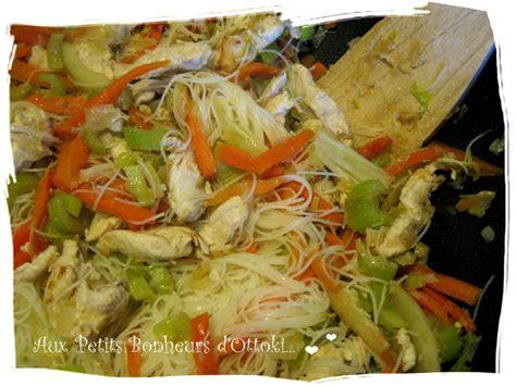 cuisiner le c駘eri en branche wok saut 233 de poulet aux nouilles chinoises paperblog
