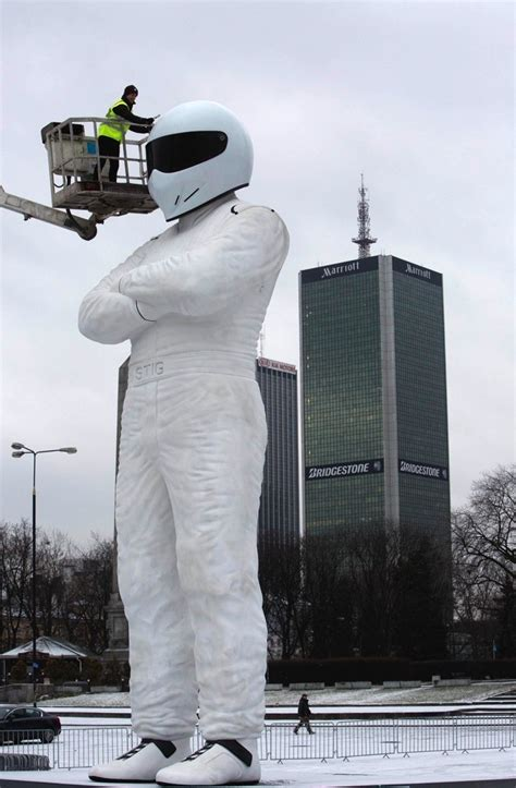 haus 9 x 10 meter 10 meter stig statue reaches warsaw after 3 day journey