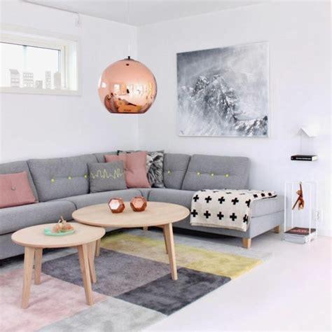 Beau Quel Couleur Pour Une Salle De Bain #8: Suspension-cuivre-petites-tables-en-bois-et-couleurs-pastelles.jpg