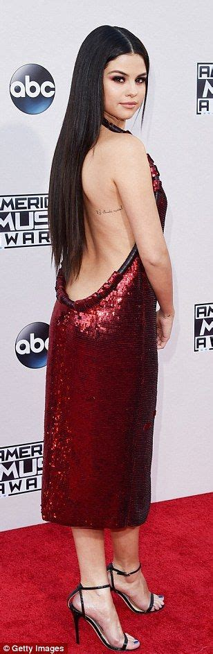 salenas hair on bring it selena gomez and kendall jenner bring sexy back to amas