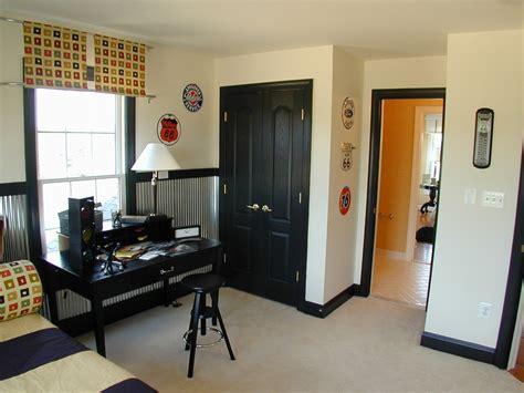 Black Closet Doors Black Closet Doors Contemporary With Baseboard Bedroom Beige Carpet Beeyoutifullife