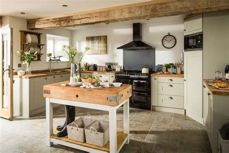 catering kitchen design ideas 25 best ideas about small cottage kitchen on