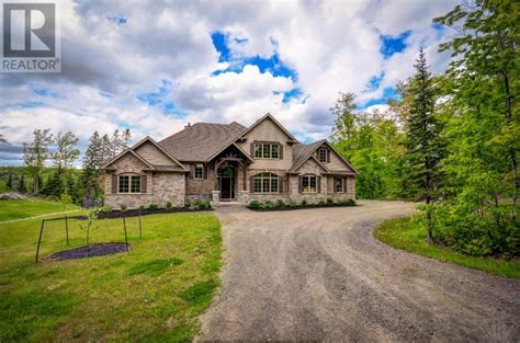 know the reason of curb appeal in muskoka cottages for sale