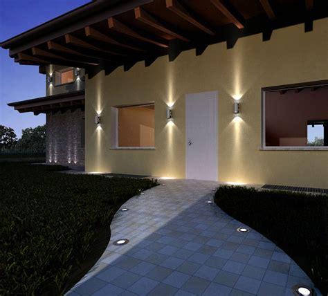 l illuminato l esterno di una casa illuminato con led a pavimento
