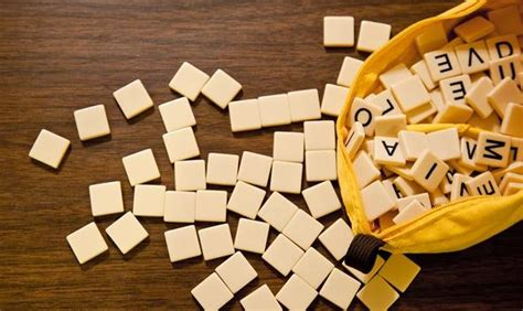 scrabble hyphenated words how to play and win bananagrams scrabble s addictive and