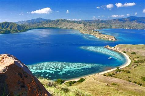 paket  labuan bajo komodo island cheria holiday