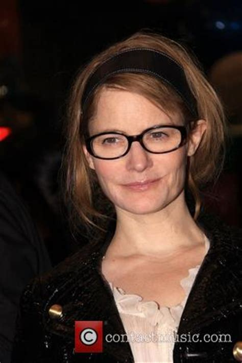 jennifer jason leigh play guitar no one writes women like tarantino jennifer jason leigh
