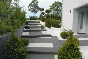 gartengestaltung terrasse gartengestaltung terrasse modern kunstrasen garten